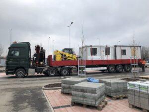 Převoz vybavení z dokončené stavby na novou stavbu